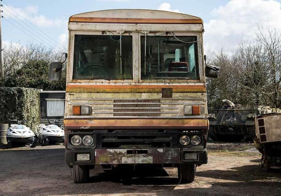 Автобус Маргарет Тэтчер продают в 200 раз дешевле начальной стоимости