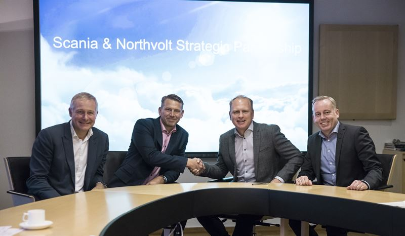 Хенрик Хенрикссон, президент Scania (на фото справа) и Питер Карлссон, соучредитель и генеральный директор Northvolt
