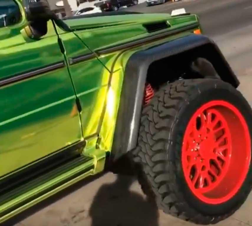 Вседорожный автомобиль Мерседес-Бенс G500 4x4² получил гламурный тюнинг