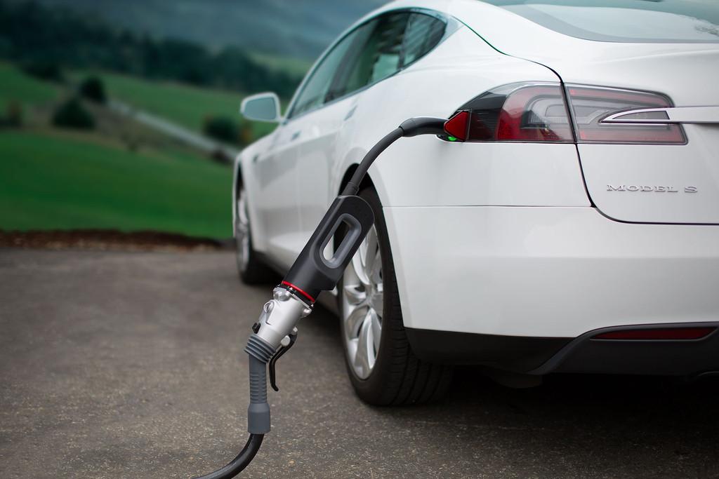 Автопроизводители инвестируют $90 миллиардов в разработку электрокаров