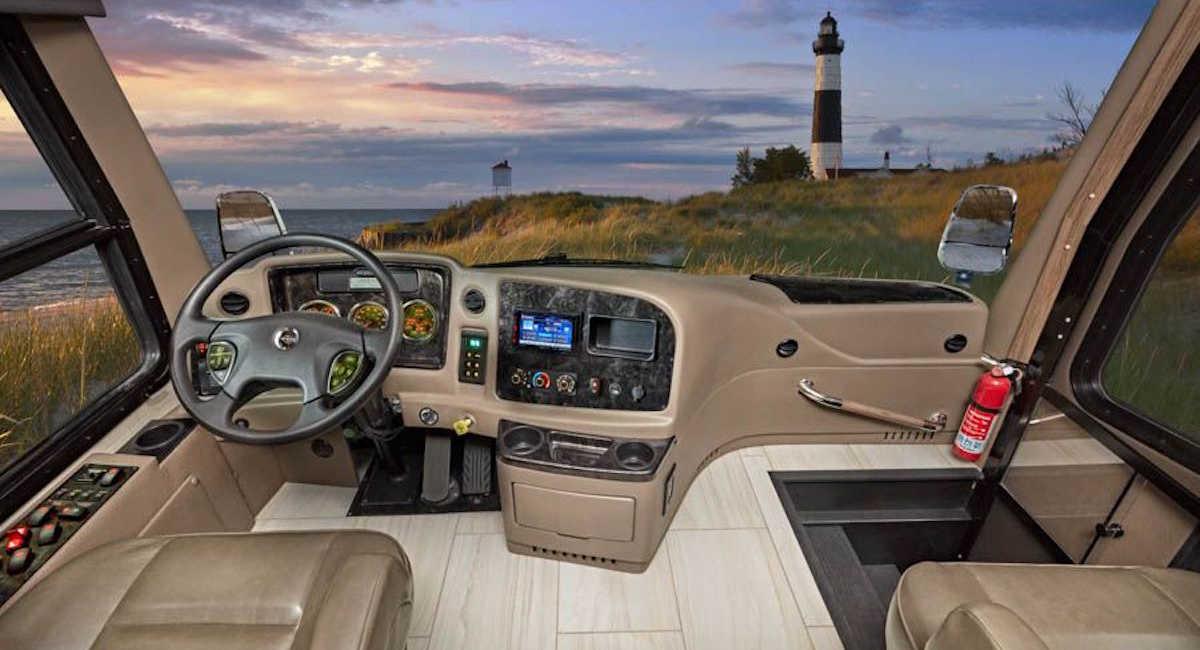Люксовый мини-особняк на колесах Jayco Embark Luxury