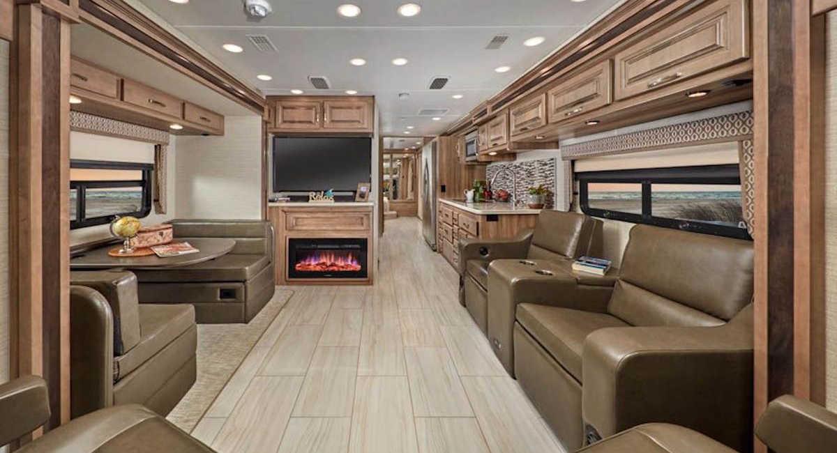 Гостиная люксового кемпера Jayco Embark Luxury