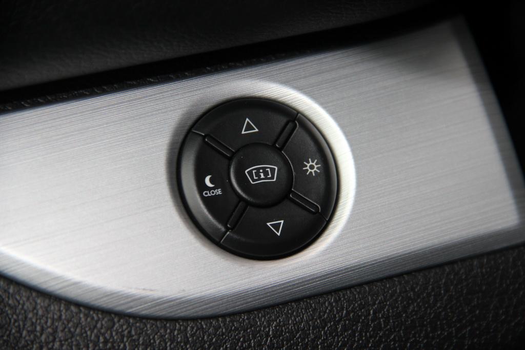 Проекционный дисплей Peugeot Traveller 2017