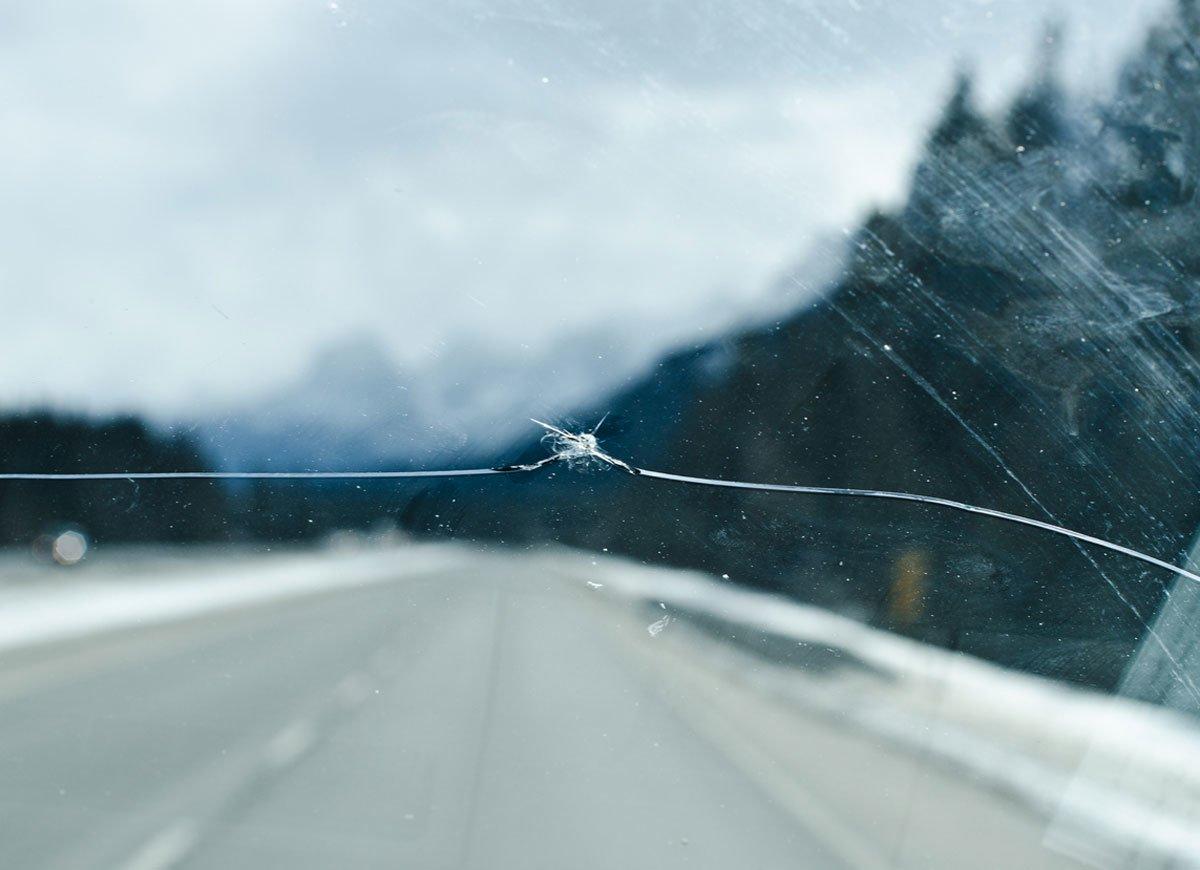 Автомобильне лайфхаки - Как остановить трещину на лобовом стекле