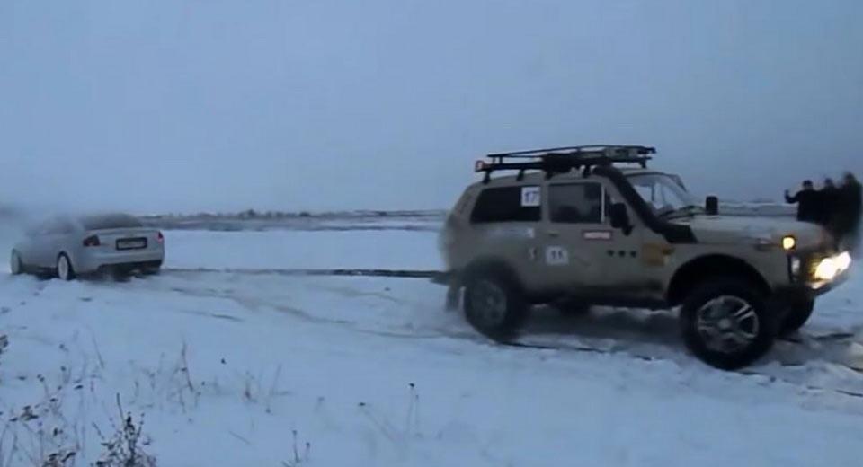 LADA 4X4 и Audi S6 посоревновались в перетягивание каната на снегу