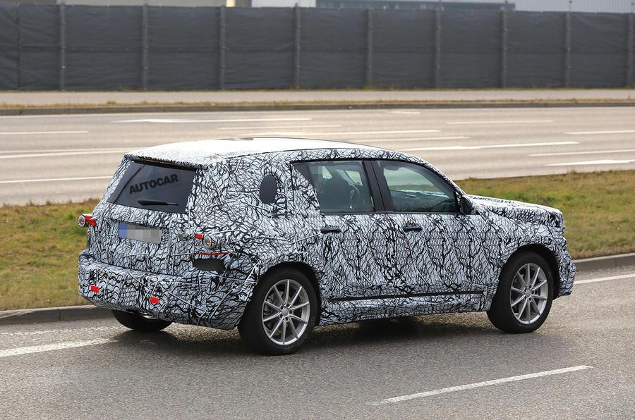 Mercedes-Benz GLB 2019: мини-Гелендваген впервые засняли на тестах