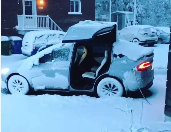 Как ведет себя электромобиль Tesla в 40-градусный мороз