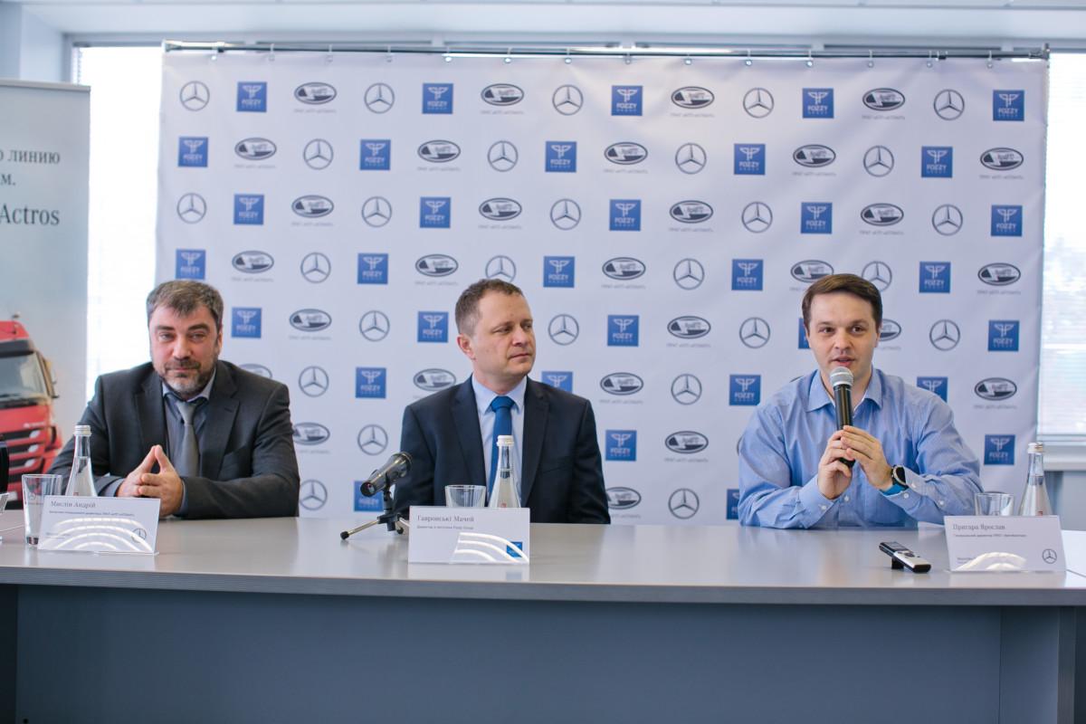 Справа налево: Ярослав Пригара, генеральный директор компании «АвтоКапитал»; Мачей Гавронски, директор по логистике Fozzy Group; Андрей Мыслин, заместитель генерального директора ЧАО «АТП «АТЛАНТ» по торговле автомобилями.
