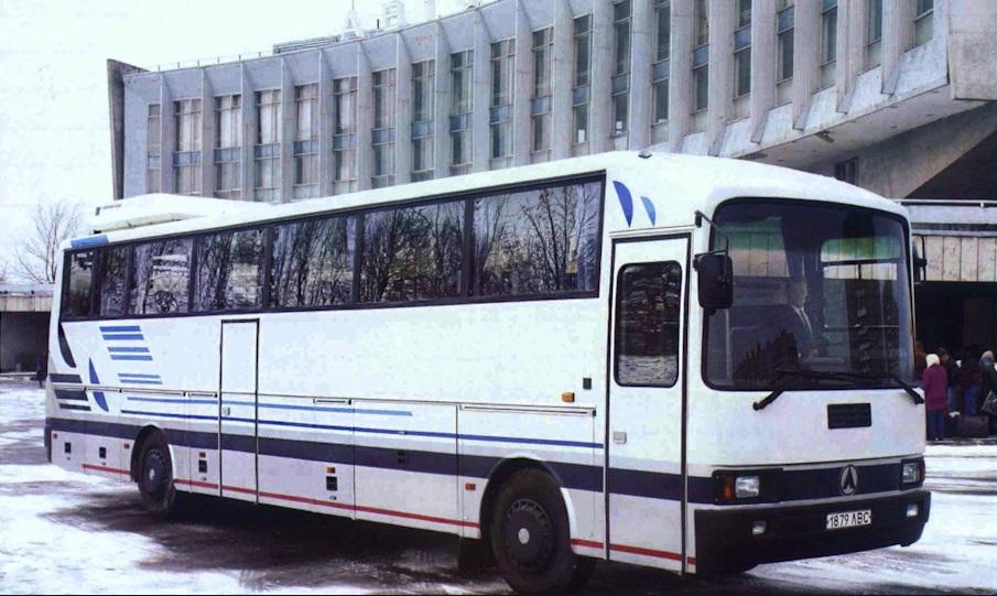 ЛАЗ-5208 на фото 90-х
