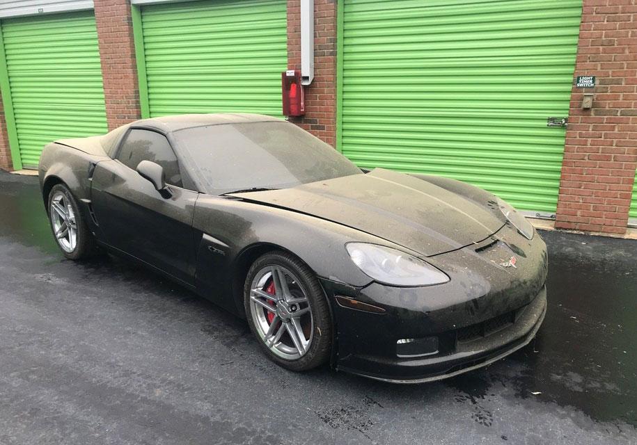 Настаром заброшенном вещевом складе обнаружили новый Corvette 2009 года