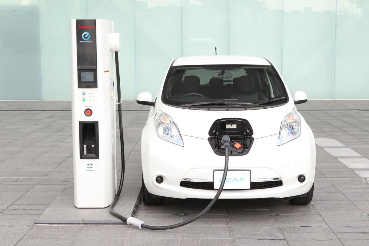 ВFitch поведали обугрозе ценам нанефть из-за электромобилей