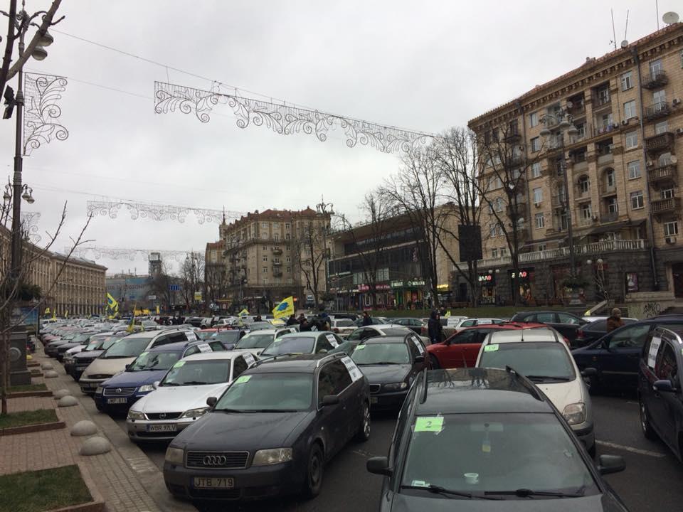 НаКрещатике проходит акция собственников авто на«еврономерах»