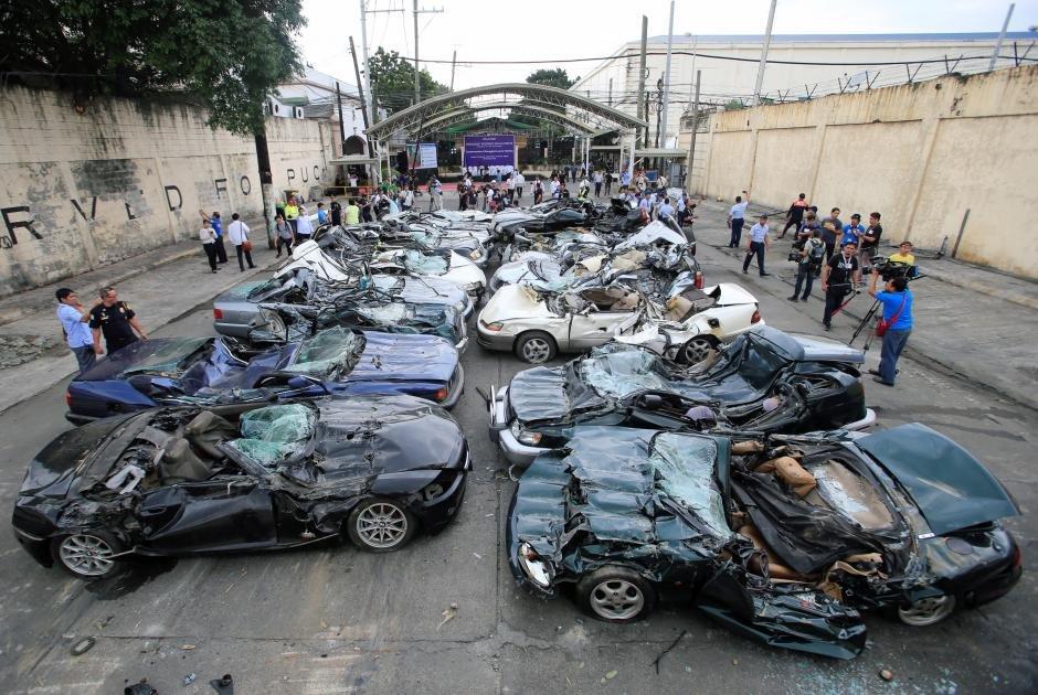 уничтожили 30 дорогих авто