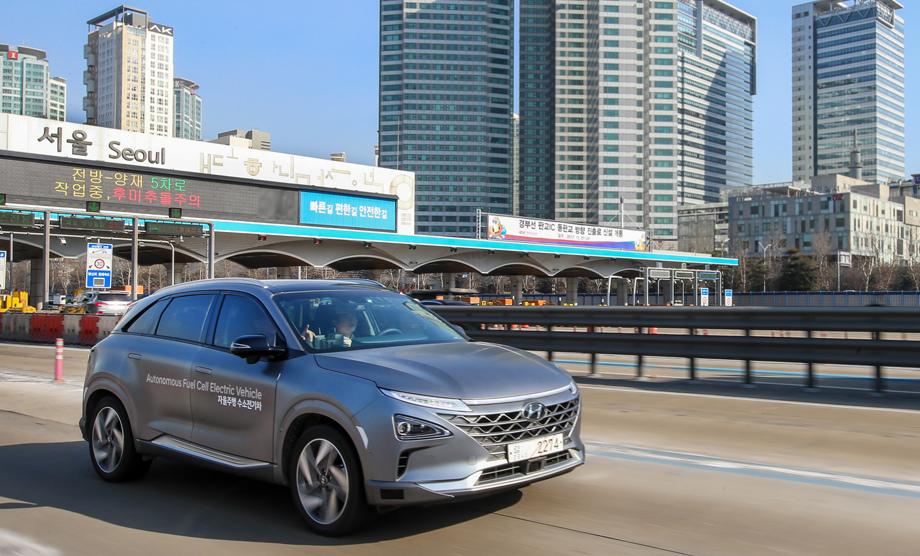 Водородный беспилотный кроссовер Hyundai NEXO