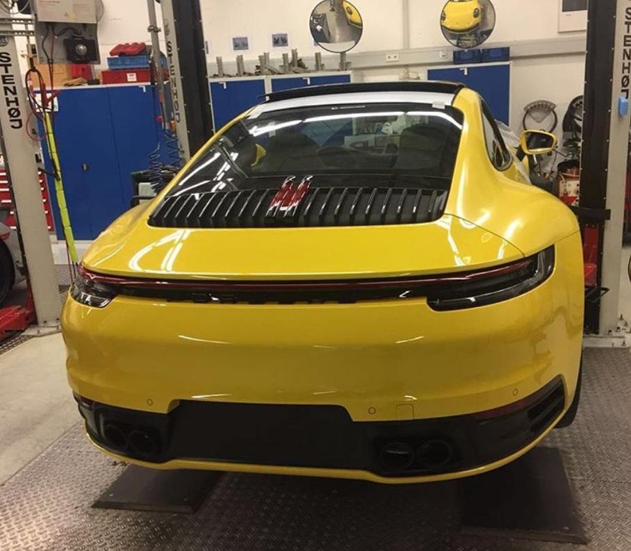 Новый Porsche 911 2019 засняли без камуфляжа