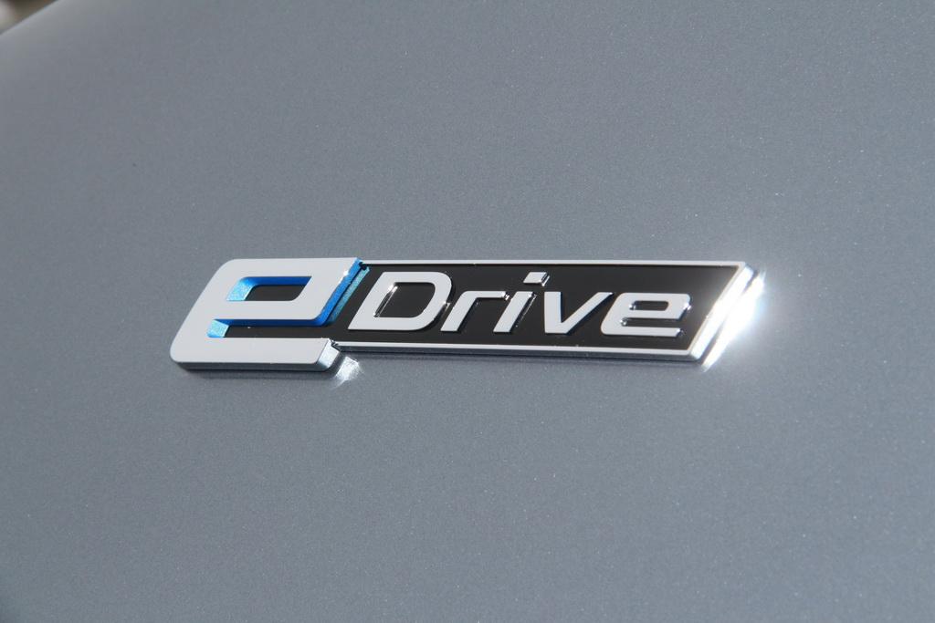 Особенности BMW 530e