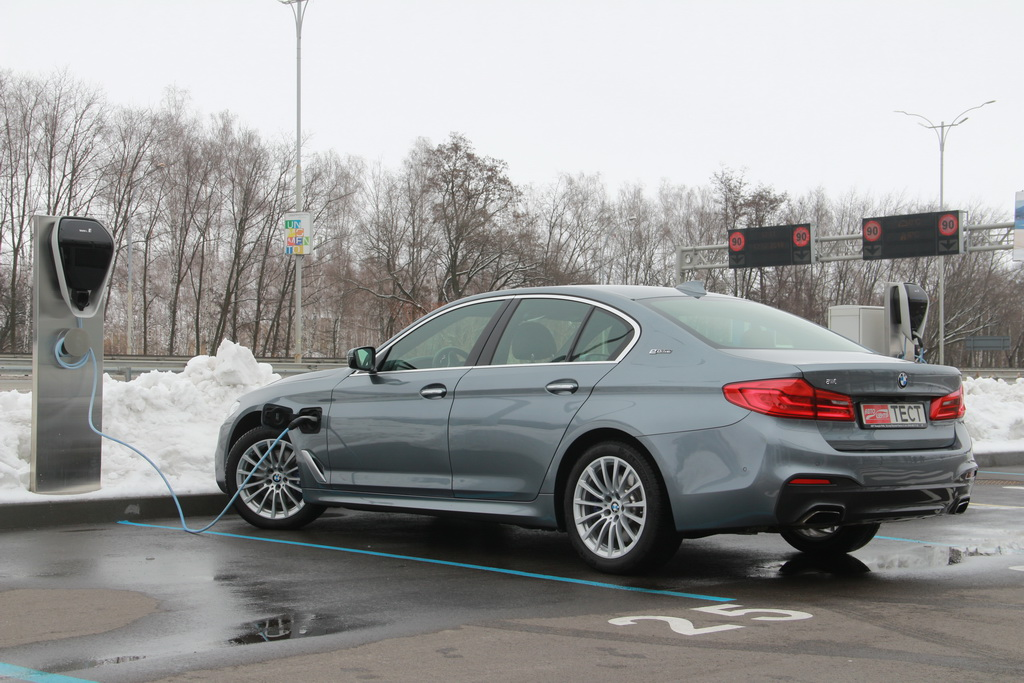 Внешность BMW 530e iPerformance 2018