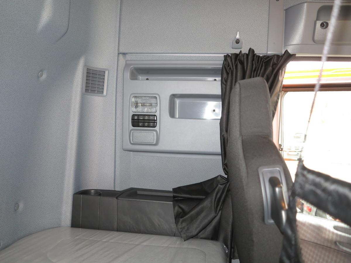 Спальный отсек оснащен своим пультом управления освещения, вентиляцией и аудиосистемой