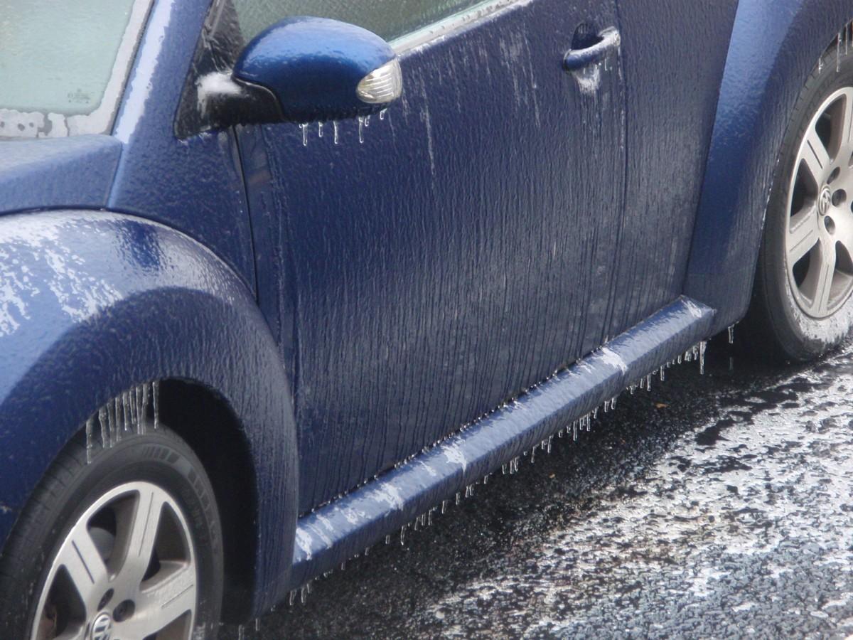Как убрать снег и лед с кузова машины - обледеневшая машина