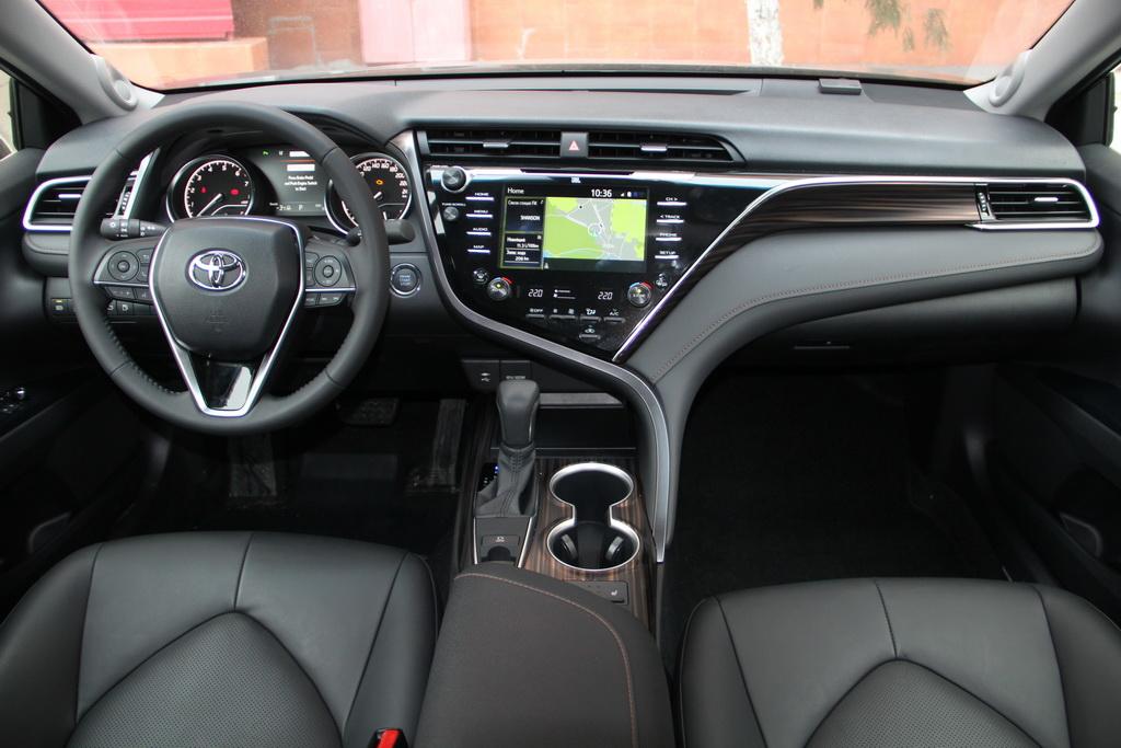 Салон Toyota Camry 2018