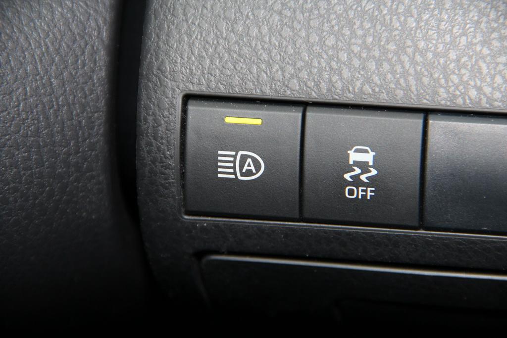 Автоматический свет в Toyota Camry 2018