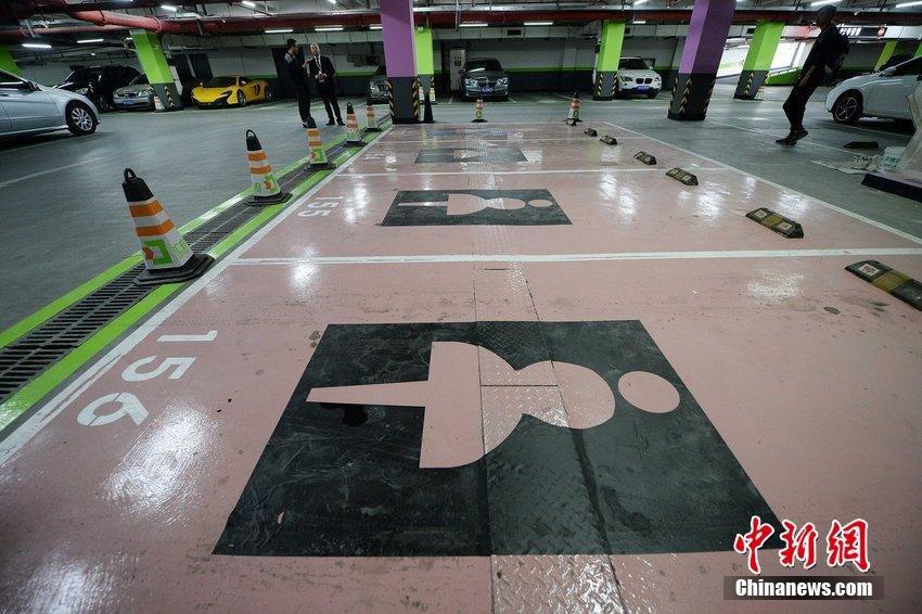 Парковки для женщин в Китае в торговом центре