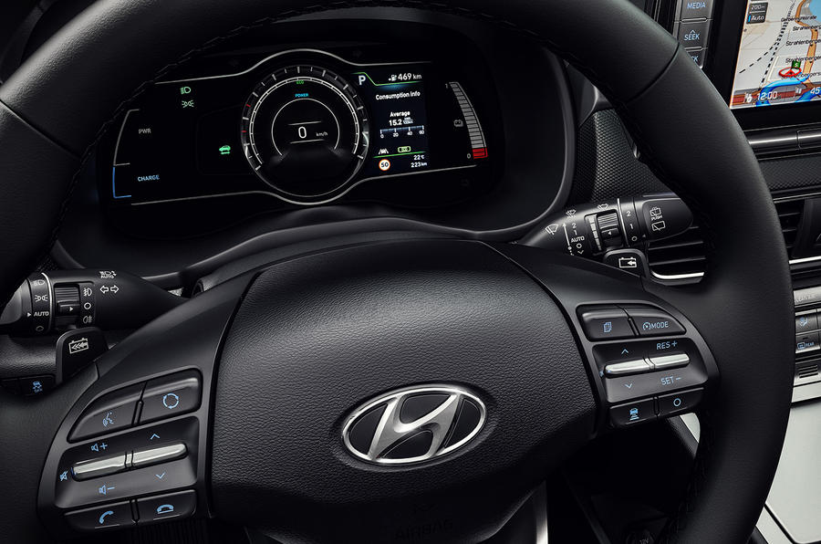 Электрокроссовер Hyundai Kona: разгон хот-хэтча и 470 км запаса хода
