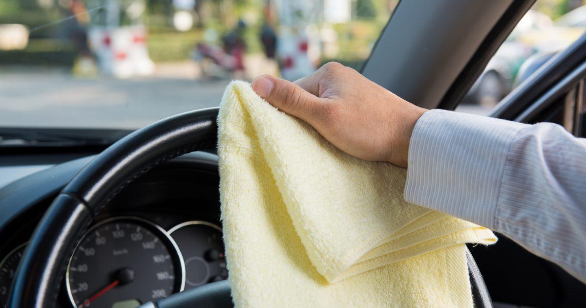 Как избавиться от табачного запаха в машине - мытье машины