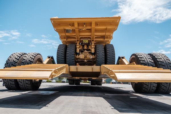 Гидравлически опускаемая платформа выдерживает до 900 тонн