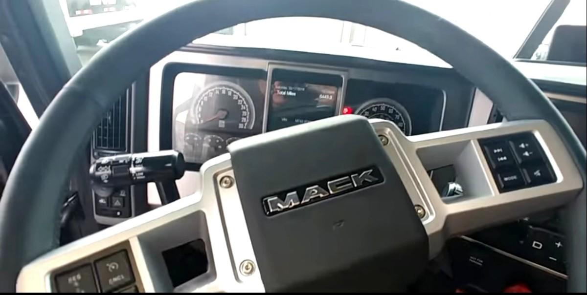 Новый флагманский тягач Mack 2018 года