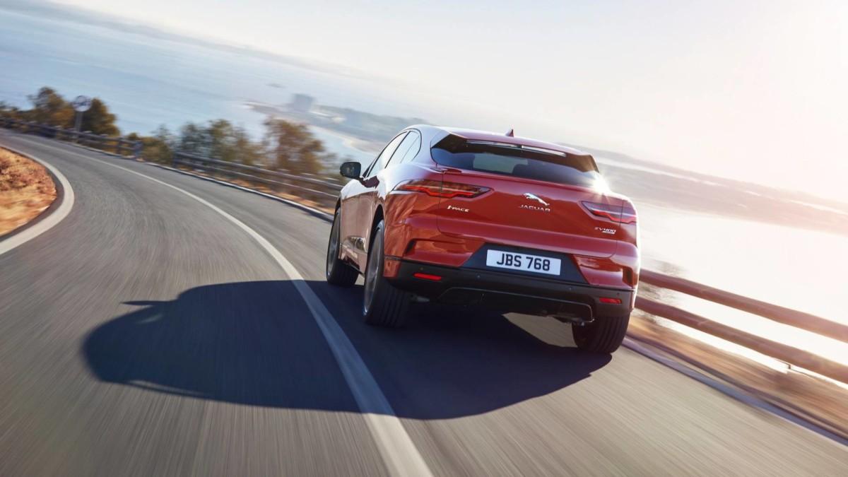 Jaguar I-Pace 2019: все подробности первого электромобиля Ягуар