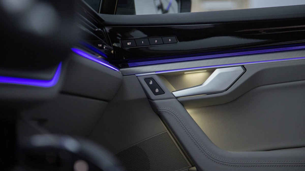 Рассекречен интерьер нового Volkswagen Touareg 2019