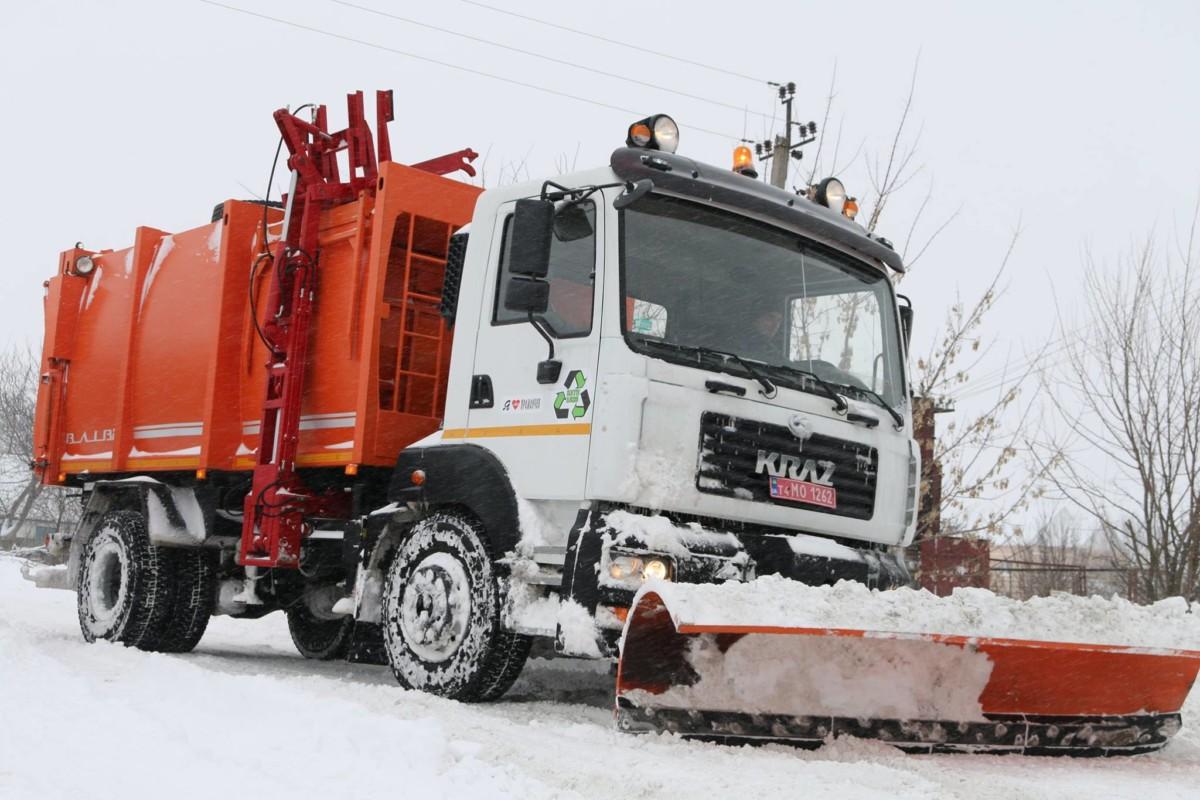 Мусоровоз на шасси 5401 с отвалом для уборки снега