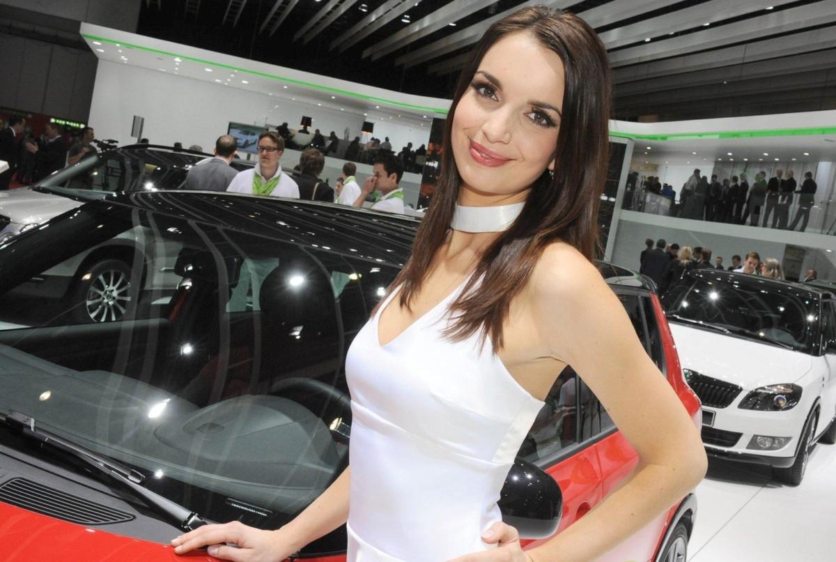 Женевский автосалон отказался отдевушек-моделей