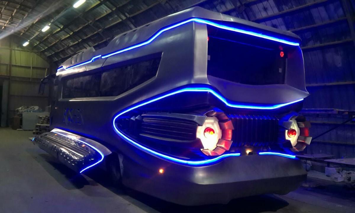 Космический корабль на колесах