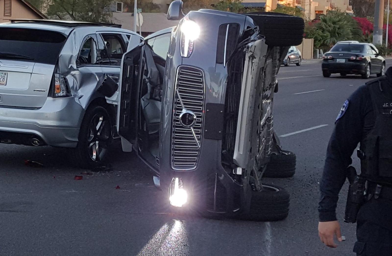 беспилотный автомобиль Uber попал в аварию 2017