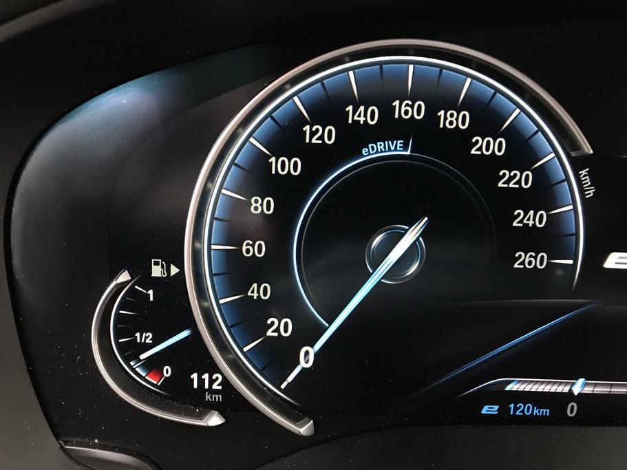 Особенность BMW 530e