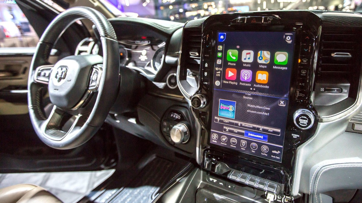 Смартфоны на колесах - машина больше похожа на телевизор