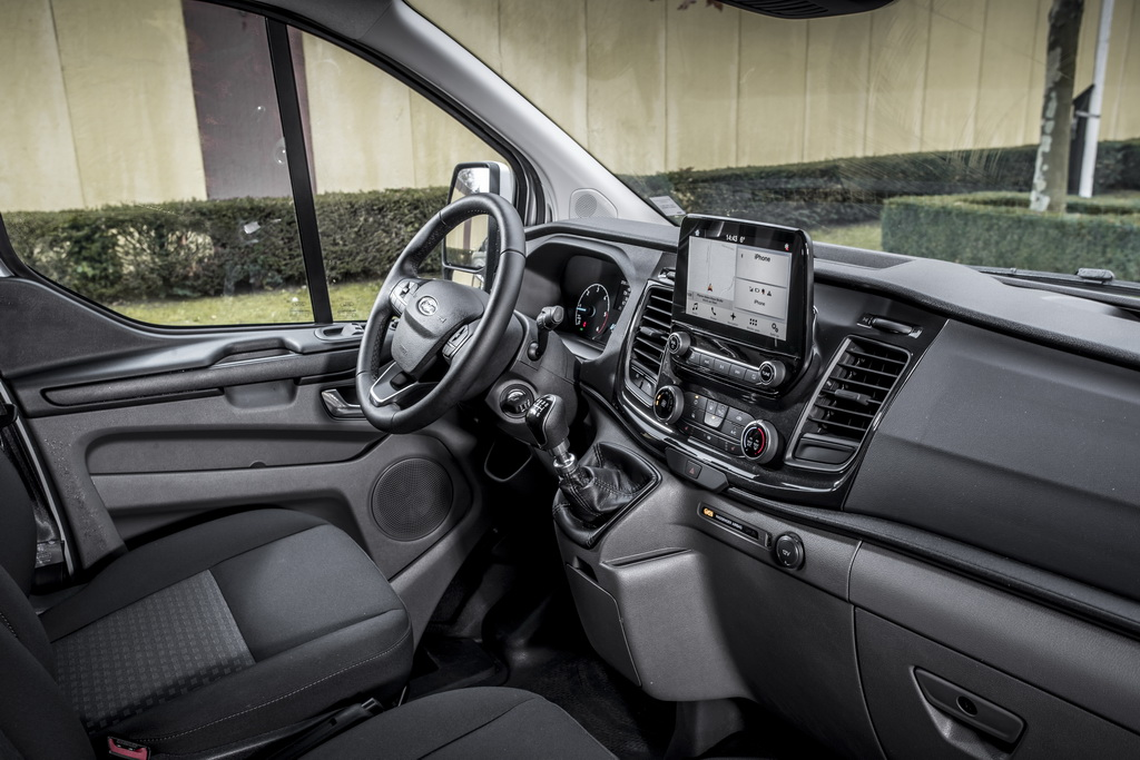 Интерьер Ford Transit 2018