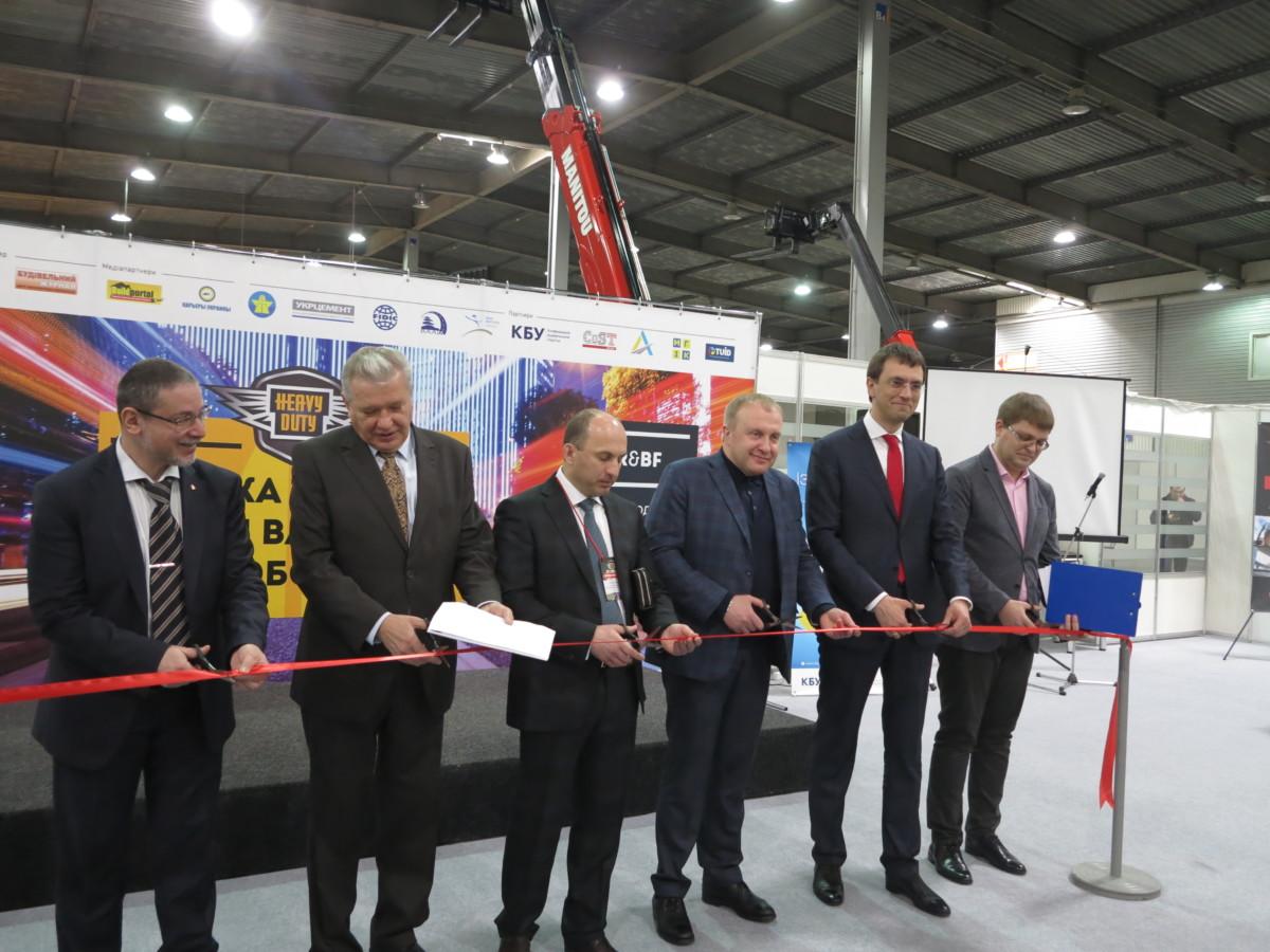 На открытии выставки - Министр инфраструктуры Украины Владимир Омелян