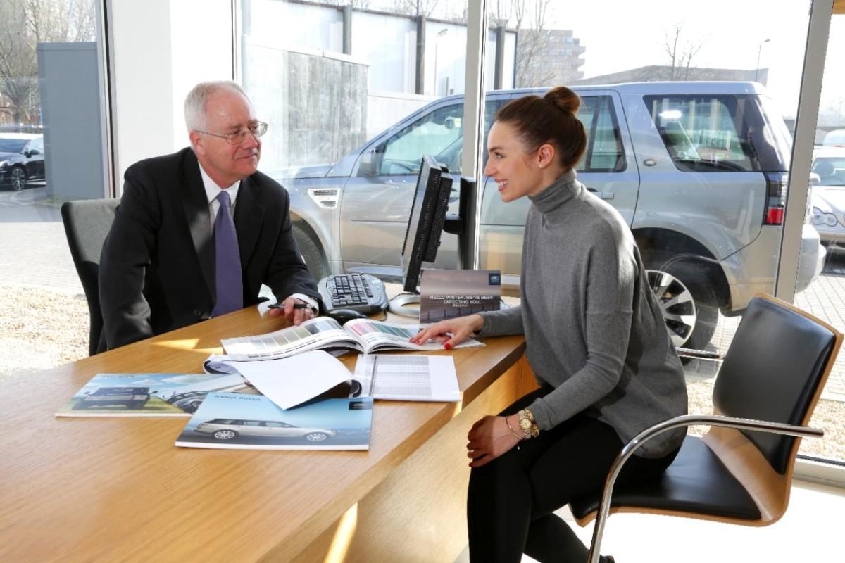 Как женщины выбирают автомобиль при покупке - особенности