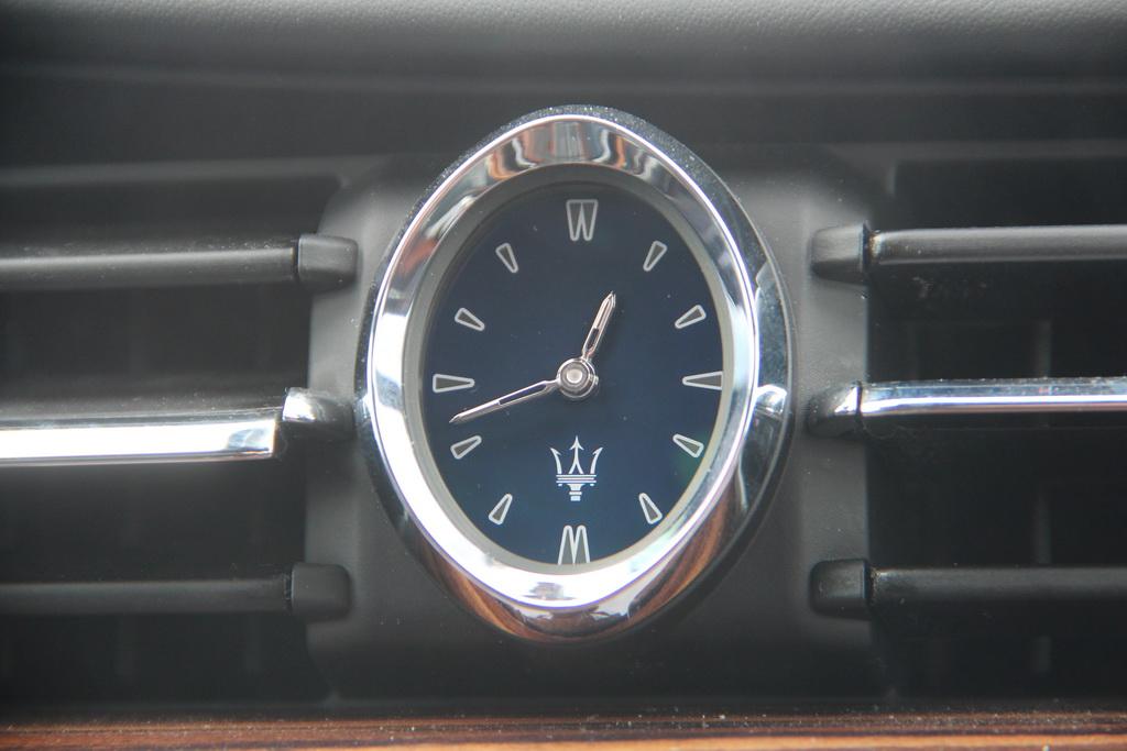 Часы Maserati Quattroporte 2018