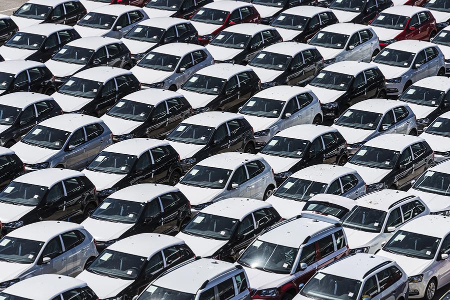 Рынок продаж новых авто сбавил темпы роста