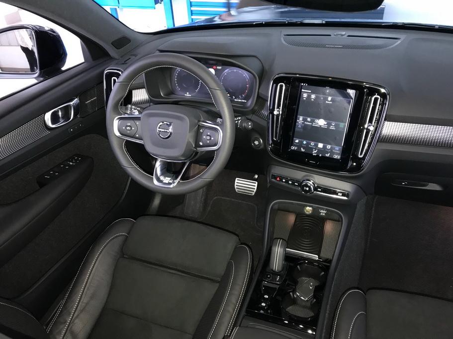 Салон Volvo XC40 2018