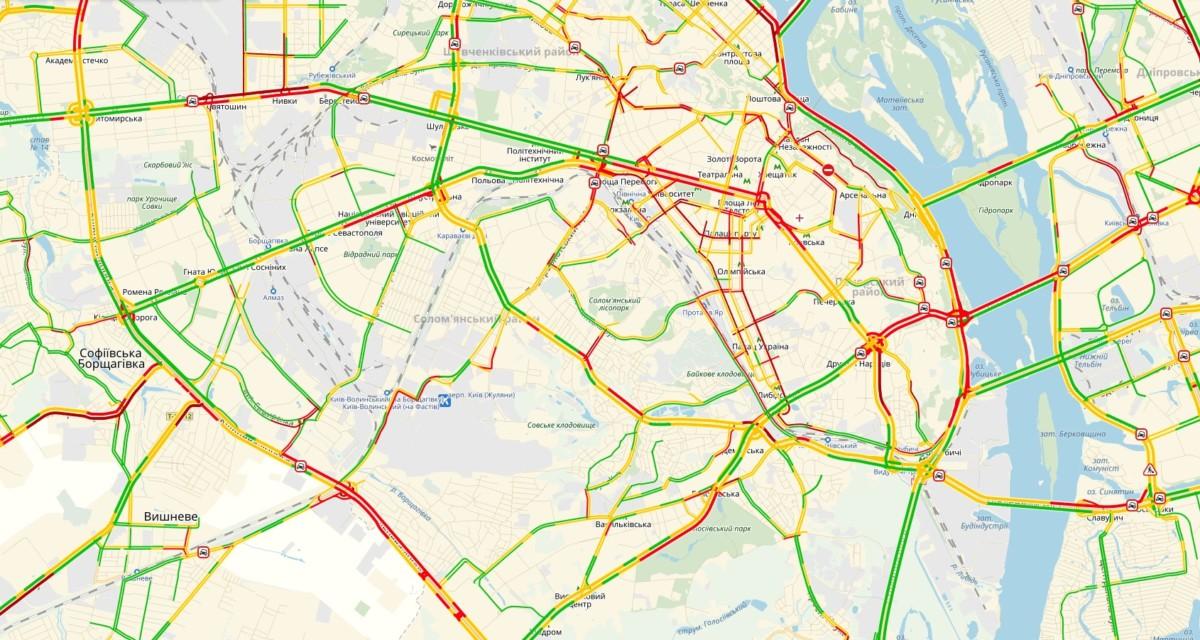Снегопад парализовал движение вКиеве: размещена карта пробок
