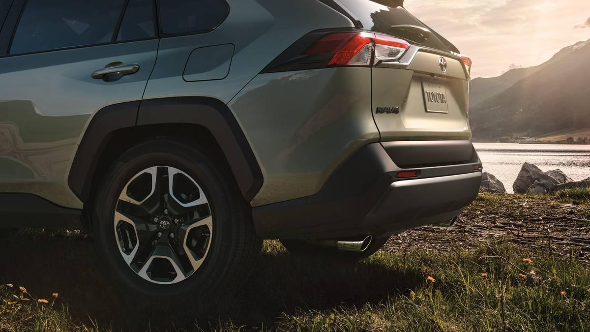 Toyota RAV4 2019: настройка задней подвески