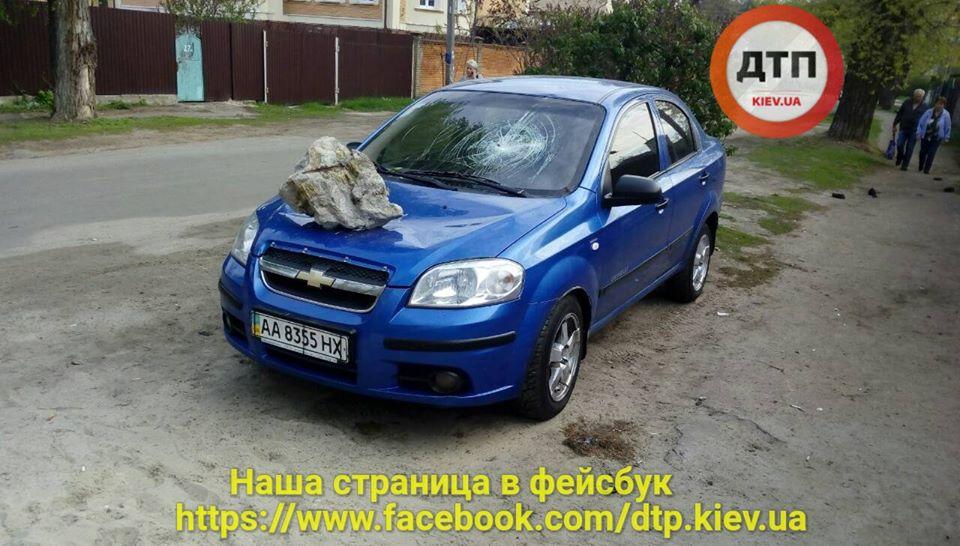 ВКиеве наавтомобиле приземлился «метеорит»