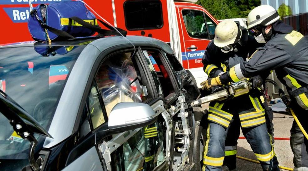 возгорание электромобиля - спасатели не знают как тушить