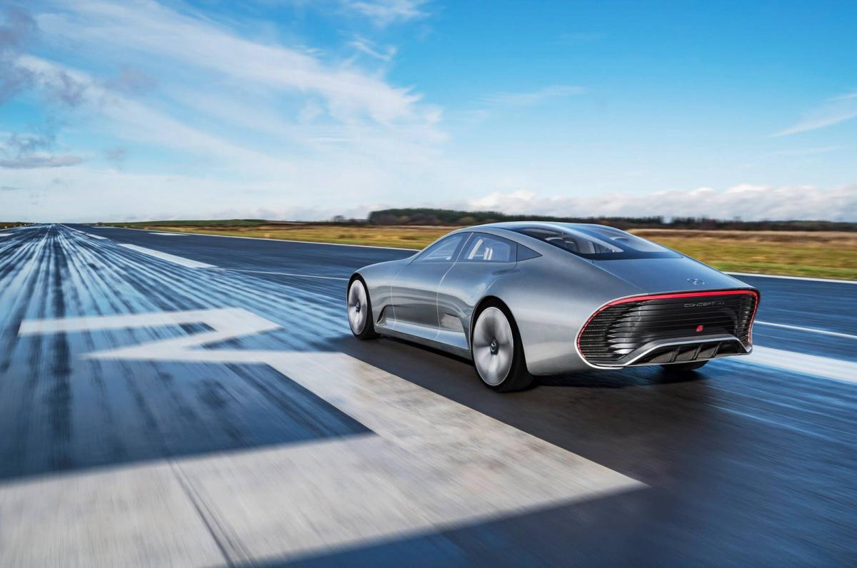 электрический седан Mercedes EQ S
