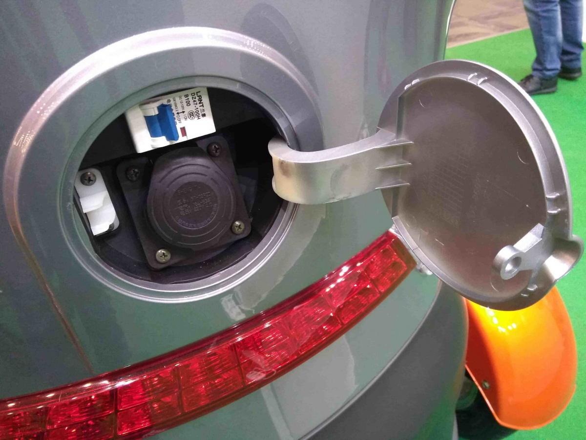Вгосударстве Украина представили бюджетный электрокар ROVER Quick 2000